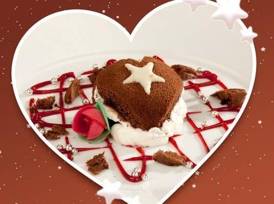 MoonCake al cioccolato con ricotta al miele in crema di fragole