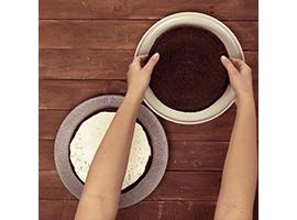 dividere in due la torta Pan di Stelle
