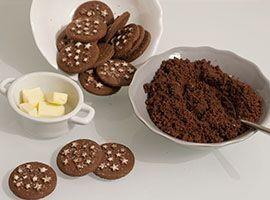 tritare i biscotti Pan di Stelle
