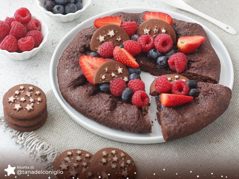 Galette al cioccolato con Pan di Stelle e frutti di bosco