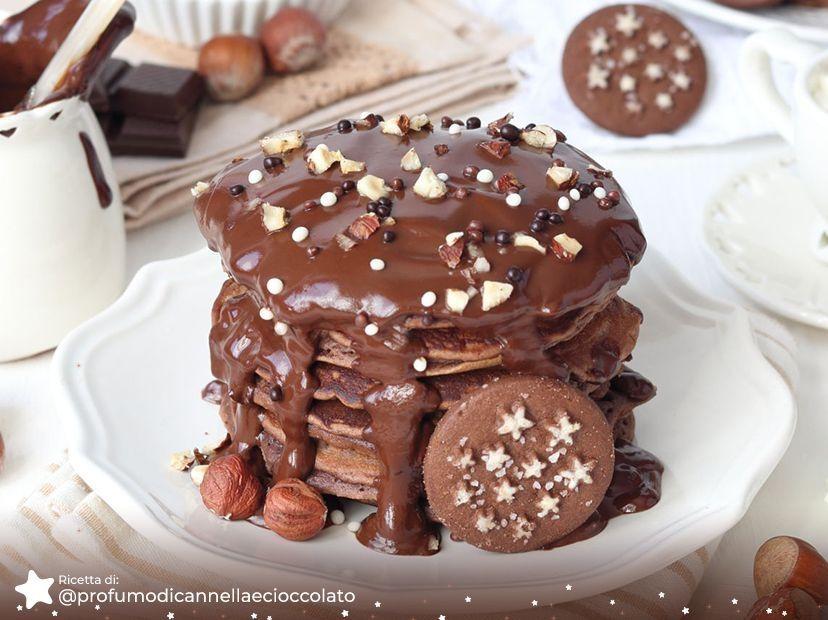 Pancake al Cioccolato Fondente e Biscotti Pan di Stelle