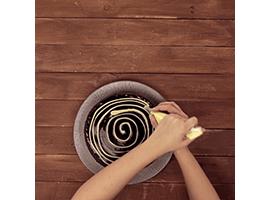 disegnare una spirale sulla torta ragnatela