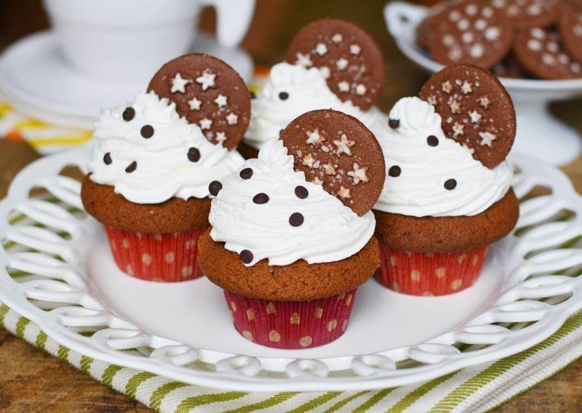 Cupcake Pan di Stelle con Panna e Gocce di Cioccolato