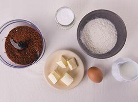 preparare gli ingredienti per i pancakes con glassa